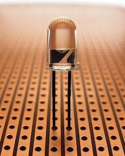 Светодиод состоит из полупроводникового кристалла на.  16.